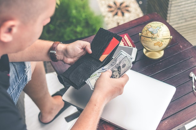 Read more about the article How To Access Your Money While Travelling In Africa